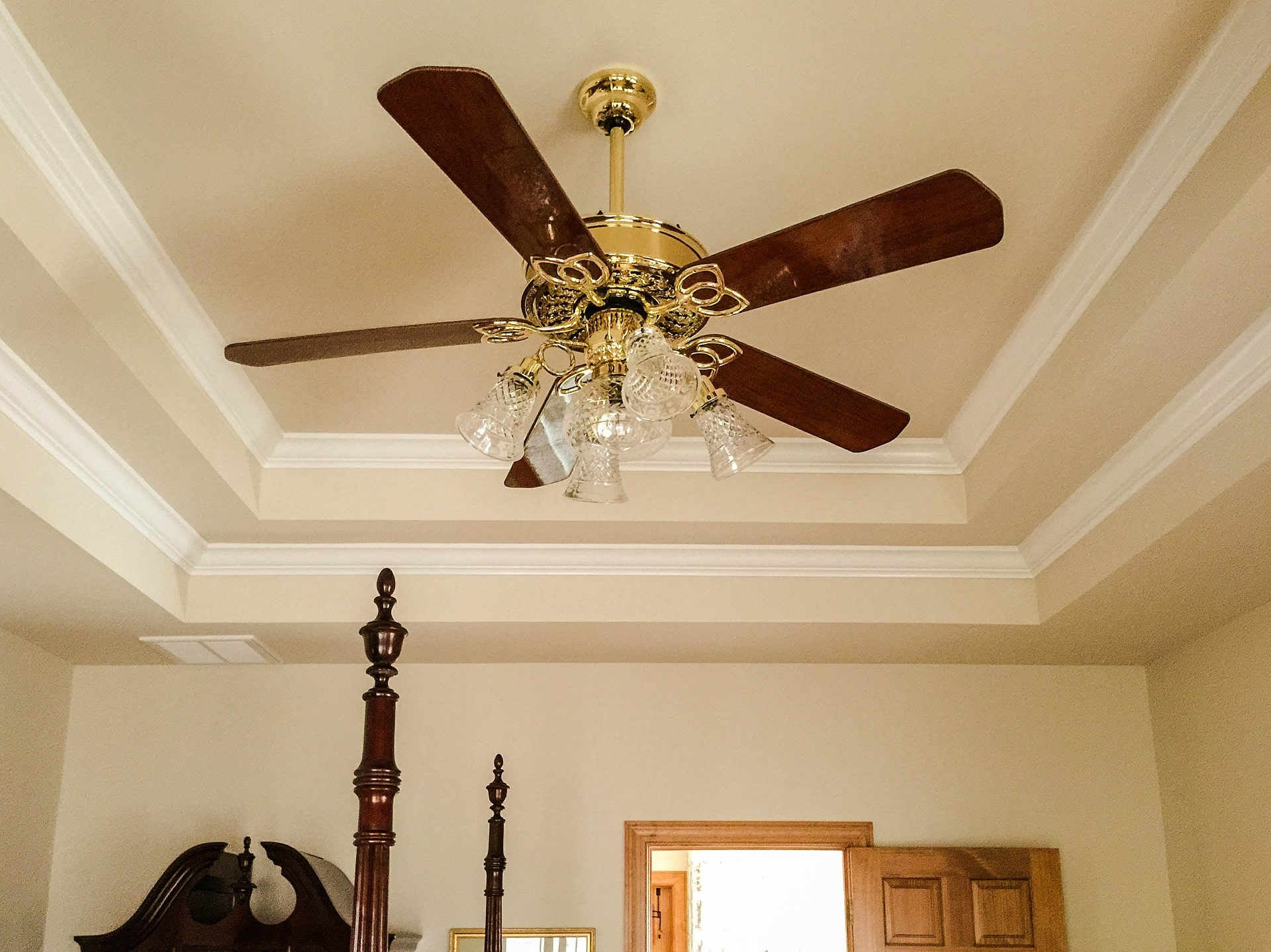 tray ceiling with crown molding